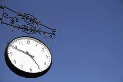 Orologio e cielo di parete Fotografia Stock Libera da Diritti