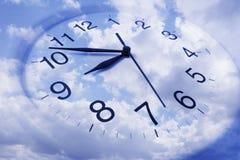 Orologio e cielo di parete Fotografia Stock
