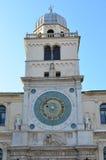 Orologio e cupola di Palazzo del Capitanio da Signori di dei della piazza a Padova, Italia Immagine Stock