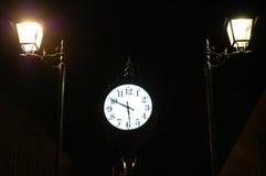 Orologio e due sentinelle.   Fotografie Stock Libere da Diritti