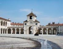 ` Orologio e il Castelvecchio, Reggia di Venaria Reale för LaTorre dell royaltyfri bild