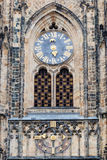 Orologio e portone astronomici della cattedrale gotica dei san Vitus, castello di Praga, repubblica Ceca Europa Immagini Stock