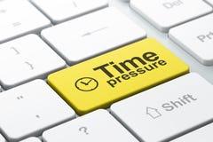 Orologio e pressione di tempo sul backg della tastiera di computer Fotografia Stock Libera da Diritti