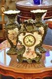 Orologio e vaso dell'annata Fotografia Stock Libera da Diritti