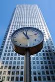 Orologio ed edificio per uffici Fotografia Stock Libera da Diritti