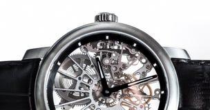 Orologio elegante con il meccanismo visibile, primo piano del movimento a orologeria Fotografia Stock Libera da Diritti