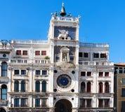 ` Orologio för dell för St Mark ` s Clocktower Torre i piazza San Marco Royaltyfria Foton