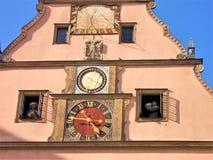 Orologio famoso nel der Tauber del ob di Rothenburg immagini stock libere da diritti