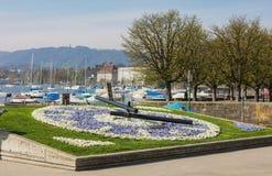 Orologio floreale sull'argine del lago Zurigo Fotografia Stock Libera da Diritti