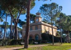 Orologio-Gebäude des Kasinoengen tals 'in Landhaus Borghese-Park in Rom, Italien lizenzfreie stockfotos