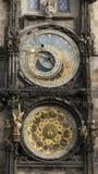 Orologio medievale famoso della torre a Praga Fotografia Stock