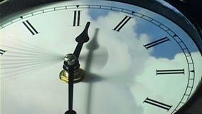 Orologio nel ciclo al rallentatore video d archivio