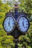 Orologio nero della via fotografia stock