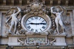 Orologio pubblico alla stazione ferroviaria Immagini Stock