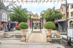 Orologio romano d'annata al centro commerciale di Pickadaily Bangkok nello stile di Europa o inglese, shopp Fotografia Stock