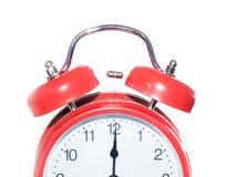 Orologio rosso alla mezzanotte/mezzogiorno Fotografie Stock
