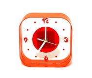 Orologio rosso isolato su priorità bassa bianca immagine stock