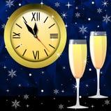 Orologio rotondo e due vetri con champagne Immagini Stock