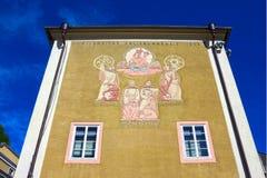 Orologio solare situato sulla facciata dell'università di Salisburgo in Austria Immagini Stock Libere da Diritti