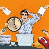 Orologio sollecitato di Art Business Man Holding Big di schiocco al multi termine del lavoro d'ufficio di incarico Immagini Stock