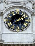 Orologio su una chiesa Fotografie Stock