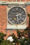 Orologio sulla parete della costruzione immagine stock libera da diritti
