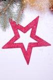Oropel de oro de la estrella roja y abeto verde Imagen de archivo