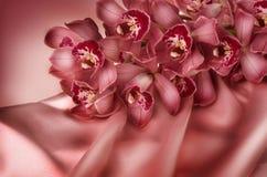 Orquídea y seda Foto de archivo libre de regalías