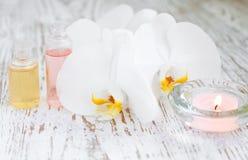 Orquídeas e vela foto de stock