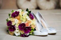 Orquídeas y rosas del ramo de la boda del vintage con Foto de archivo