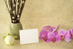 Orquídeas y tarjeta en blanco Fotografía de archivo libre de regalías