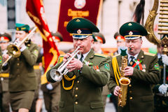 Orquesta de las tropas de la frontera que participan adentro Foto de archivo