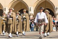 Orquesta militar en la plaza principal durante día nacional y festivo del polaco de la publicación anual el día de la constitució Imagenes de archivo