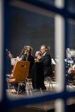 Orquesta que se prepara para el concierto Fotos de archivo libres de regalías