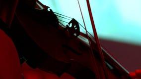 Orquesta sinfónica durante funcionamiento Juego de los violinistas del primer en un concierto almacen de metraje de vídeo