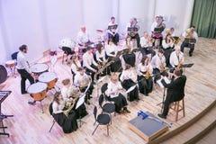 Orquestra da tentativa na casa da cultura Instrumentos e povos de sopro Foto 2019 do curso imagens de stock