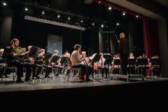 Orquestra da tentativa na casa da cultura Instrumentos e povos de sopro Foto 2019 do curso foto de stock