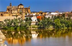 Orre del Aliminar Mezquita Guadalquivir flod Cordoba Spanien Royaltyfria Foton