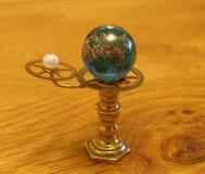 Orrery steampunk kunst klein beeldhouwwerk voor poppenhuis Royalty-vrije Stock Foto's