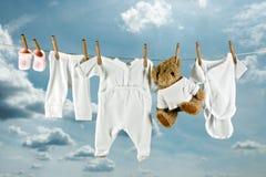 Orsacchiotto e lavanderia Fotografia Stock Libera da Diritti