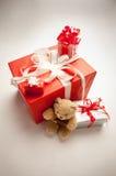 Orso con i presente ed i regali Fotografia Stock