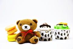 Orso con macaron Fotografie Stock