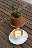 Orso del caffè per il biglietto di S. Valentino Immagine Stock