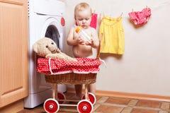 Orso del giocattolo e del bambino Fotografie Stock