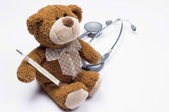 Orso dell'orsacchiotto come medico Fotografia Stock Libera da Diritti