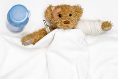 Orso dell'orsacchiotto come paziente fotografia stock