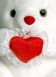 Orso dell'orsacchiotto con un cuore in bianco Immagini Stock Libere da Diritti