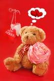 Orso dell'orsacchiotto per i biglietti di S. Valentino Fotografia Stock Libera da Diritti