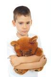 Orso di orsacchiotto triste della holding del ragazzo Fotografia Stock Libera da Diritti