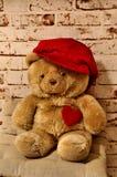 Orso dolce con un cuore e un cappuccio Fotografia Stock
